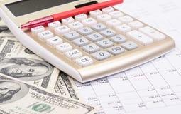 Calculadora con la pluma y los dólares Imagen de archivo libre de regalías