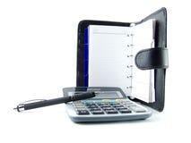 Calculadora, cuaderno y pluma Fotos de archivo libres de regalías
