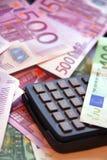 Calculadora e dinheiro Fotos de Stock Royalty Free