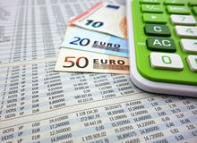 Calculadora e euro- notas de banco Foto de Stock Royalty Free