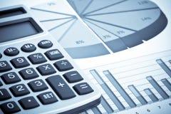Calculadora e informe de asunto Foto de archivo libre de regalías