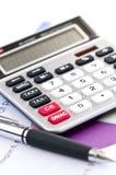 Calculadora e pena do imposto imagem de stock