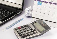 Calculadora e pena e caderno Foto de Stock