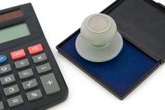 Calculadora e selo Foto de Stock Royalty Free
