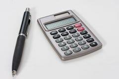 Calculadora e uma pena Foto de Stock Royalty Free