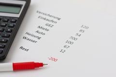 Calculadora e uma pena vermelha Foto de Stock