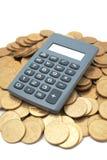 Calculadora em moedas Fotos de Stock Royalty Free
