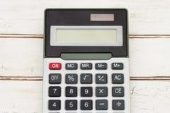 Calculadora en el fondo de madera Fotografía de archivo libre de regalías