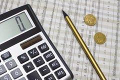 Calculadora, lápis, dinheiro polonês e jornal Imagem de Stock