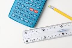 Calculadora, lápiz y regla Fotografía de archivo