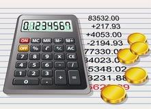 Calculadora, moedas douradas e uma folha de papel Fotografia de Stock Royalty Free