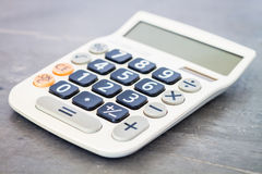Calculadora no fundo cinzento Fotografia de Stock