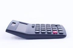 Calculadora para calcular el cálculo de negocio de la contabilidad de los números que considera sobre vista lateral del fondo bla Fotografía de archivo libre de regalías
