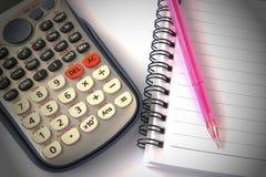 Calculadora y cuaderno foto de archivo libre de regalías
