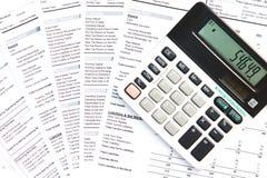 Calculadora y documentos financieros Imagen de archivo libre de regalías
