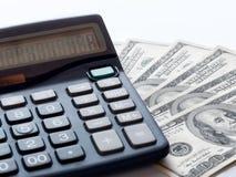 Calculadora y fan 100 dólares de cuentas Imágenes de archivo libres de regalías