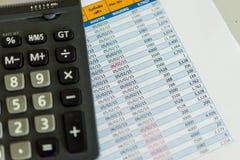 Calculadora y hoja de coste Imágenes de archivo libres de regalías