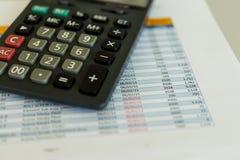 Calculadora y hoja de coste Imagen de archivo libre de regalías