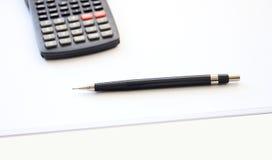 Calculadora y lápiz Imagen de archivo