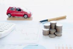 Calculadora y monedas en informe financiero imagen de archivo