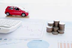 Calculadora y monedas en informe financiero foto de archivo libre de regalías