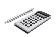 Calculadora y pluma Fotografía de archivo