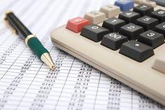 Calculadora y pluma Imagen de archivo libre de regalías