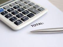 Calculadora y pluma Foto de archivo libre de regalías