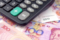 Calculator en geld Stock Foto's
