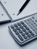 Calculator en pen Stock Foto