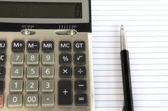 Calculator en pen. Stock Fotografie