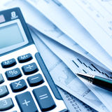 Calculator en rekeningen royalty-vrije stock foto's
