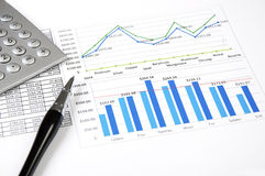Calculator. grafieken en pen, succes in busines Royalty-vrije Stock Fotografie