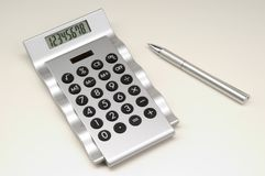 Calculator met pen (2) royalty-vrije stock fotografie