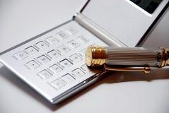 Calculator met pen Stock Afbeeldingen