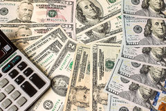 Calculator op de dollarsachtergrond van de V Royalty-vrije Stock Afbeelding