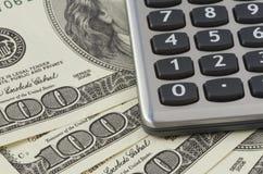 Calculator op de dollarsachtergrond van de V.S. Stock Afbeeldingen