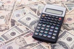 Calculator op dollarachtergrond - bedrijfsconcept Stock Foto