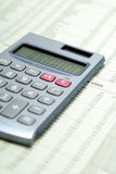 Calculator op Financieel Document Royalty-vrije Stock Afbeeldingen