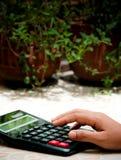 Calculator op hand Royalty-vrije Stock Foto's