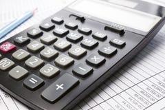 Calculator op Rekeningsblad Royalty-vrije Stock Foto's