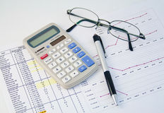 Calculator, pen en grafiek 1 Royalty-vrije Stock Foto