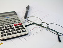 Calculator, pen en grafiek 21 Stock Foto's