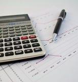 Calculator, pen en grafiek 22 Stock Afbeelding