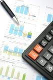 Calculator, pen en grafiek royalty-vrije stock fotografie