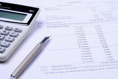 Calculator, pen and finansial report Royalty Free Stock Photos