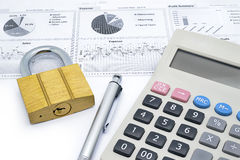 Calculator, pen and master key put on financial dashboard Stock Photography