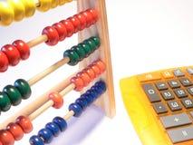 Calculator tegenover het glijden regel Stock Foto's