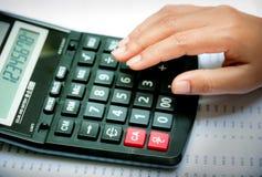Calculatrice avec des affaires Images stock