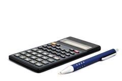 Calculatrice avec le crayon lecteur d'isolement sur le fond blanc Photos stock